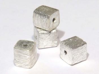 Würfel gebürstet 6 mm mittig gebohrt, 925 Silber
